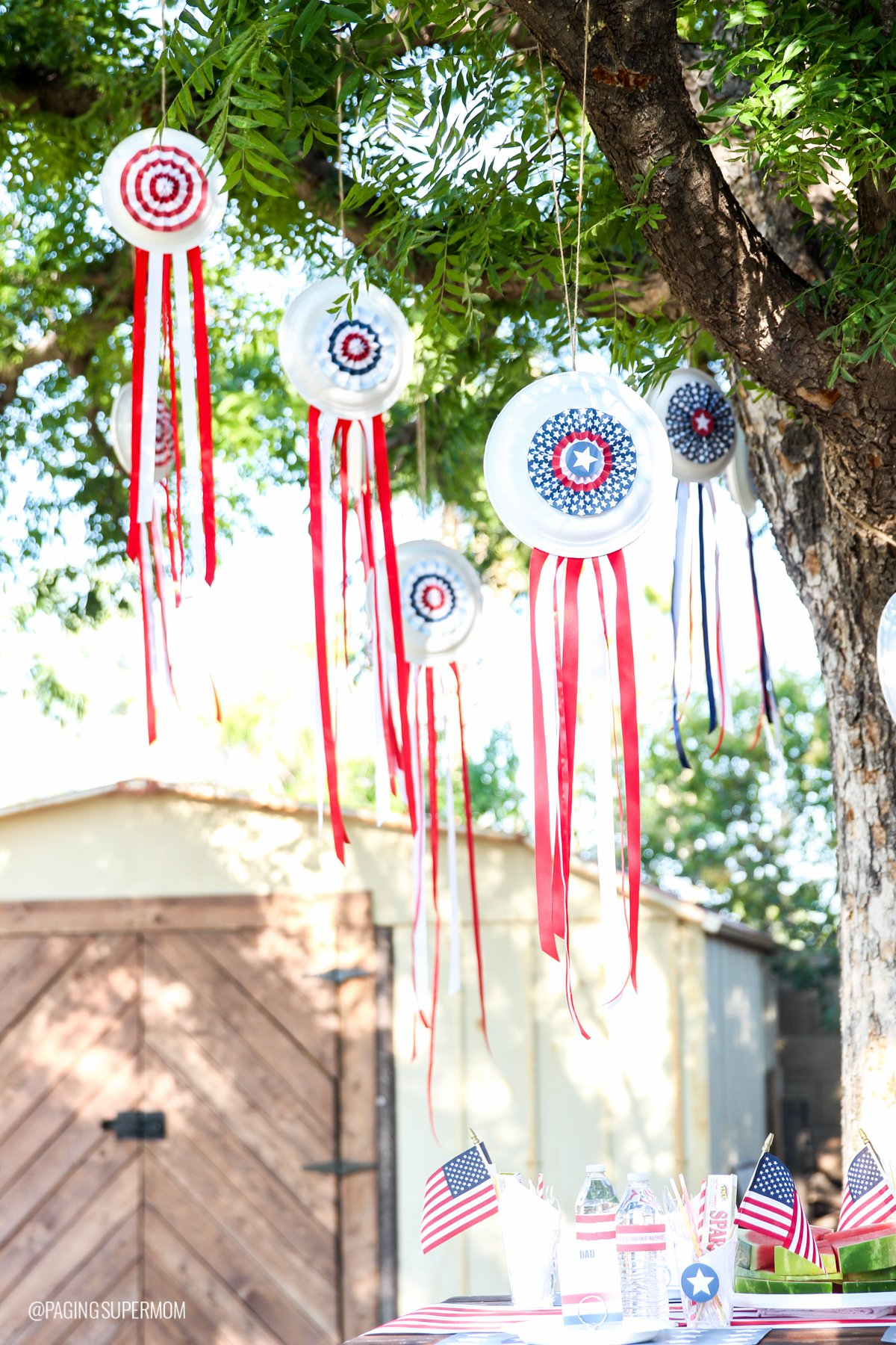 How to Make Paper Plate Pinwheels - Super Easy July 4th Decor Ideas with FREE PRINTABLES from @PagingSupermom