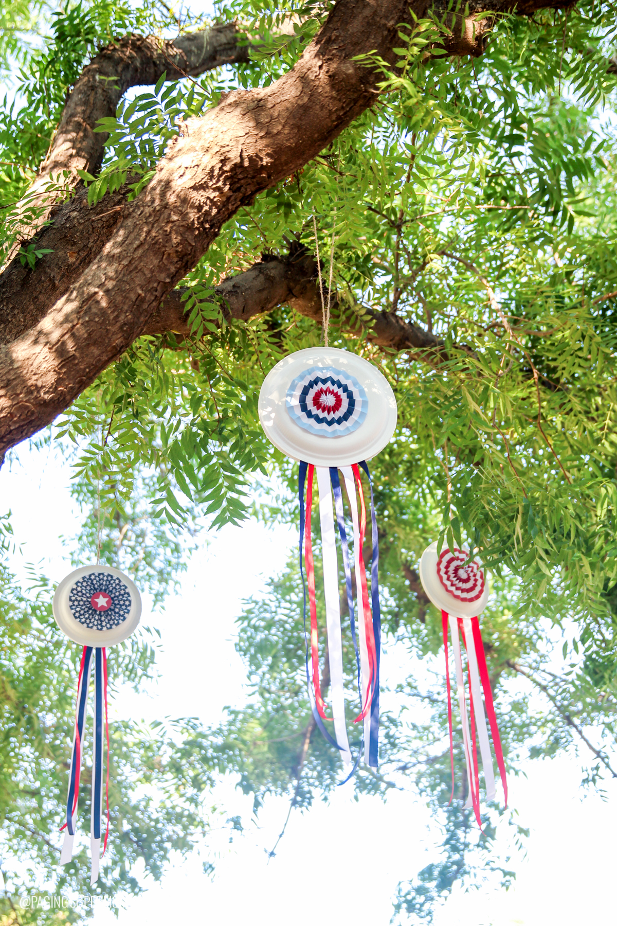 I chose to put another pinwheel on this plate as well to make mine double-sided. It\u0027s a bit of extra cutting and folding but I think it was well worth it! & Easy July 4th Decor - Patriotic Paper Plate Pinwheels w/ FREE template
