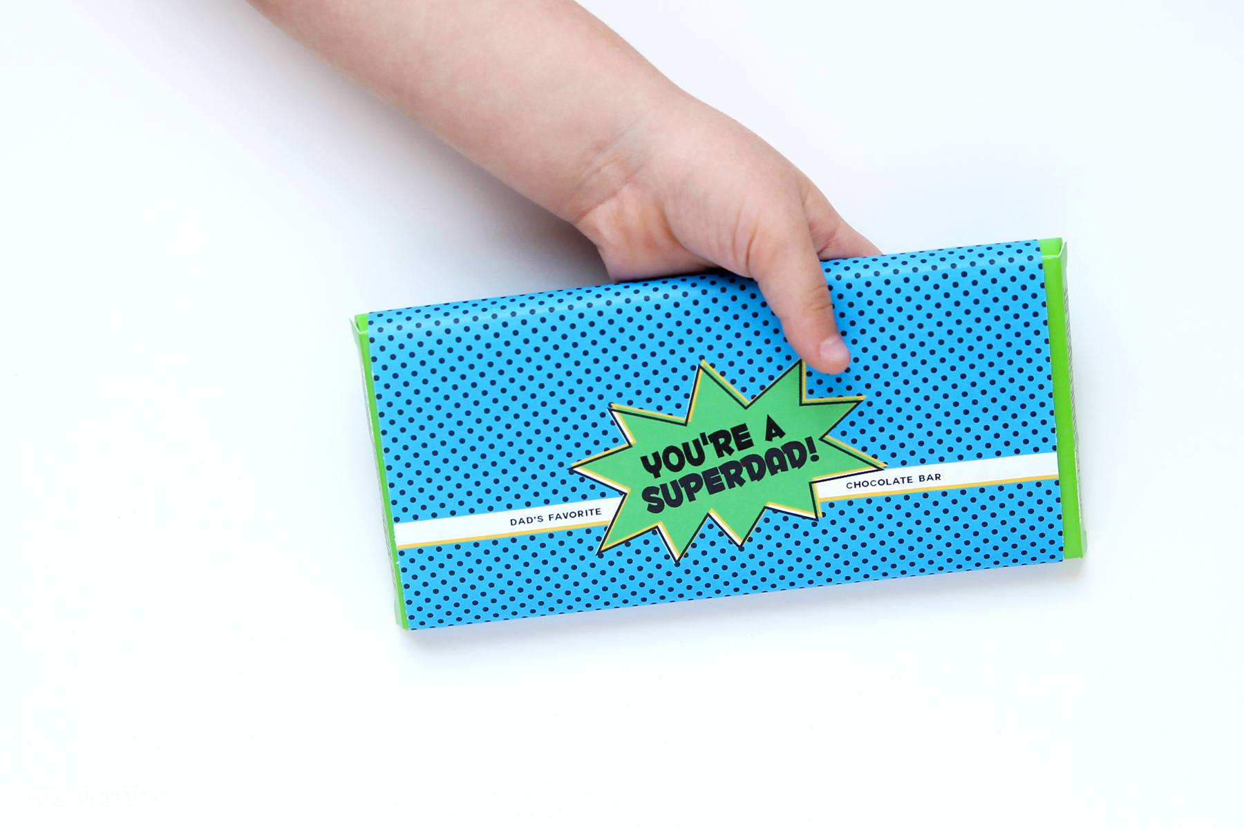 Easy Last-Minute Father's Day Gift Idea - free printable Super Dad Candy Bar Wrap via @PagingSupermom