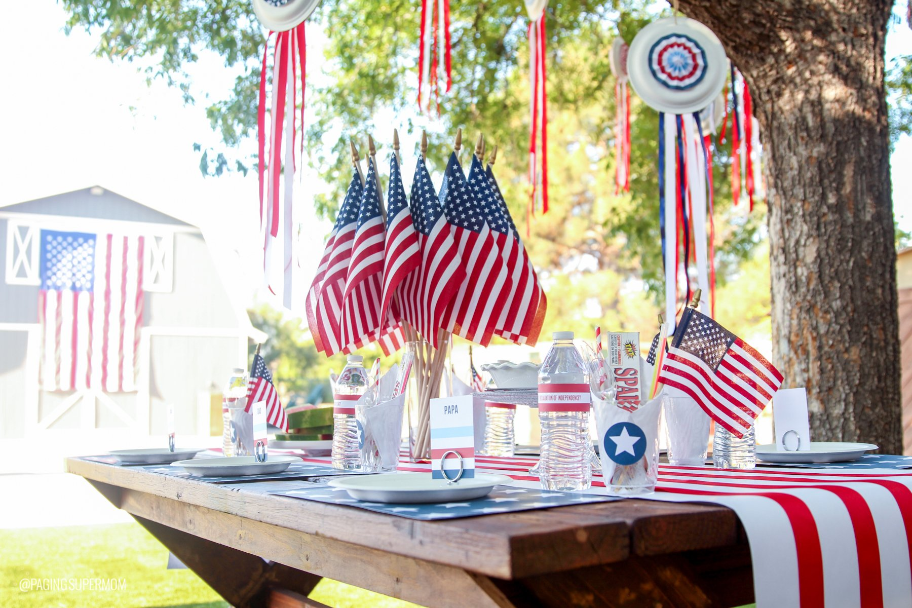 Easy Summer Barbecue & printable July 4th Decor Ideas via @PagingSupermom