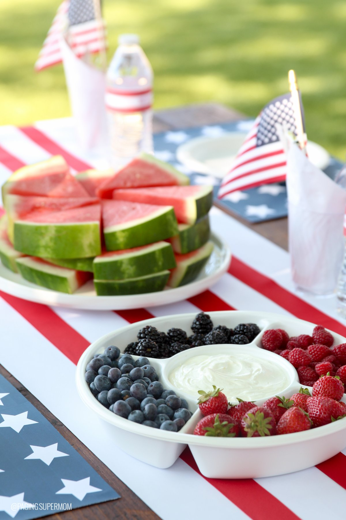 Easy July 4th Table Ideas w/ FREE printables from @PagingSupermom