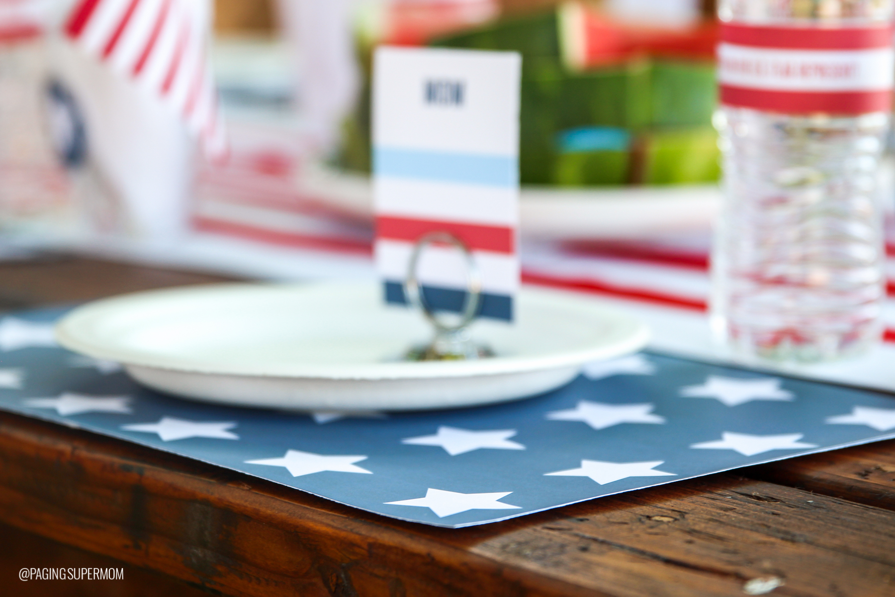 Easy July 4th Placemats - FREE printable template from @PagingSupermom