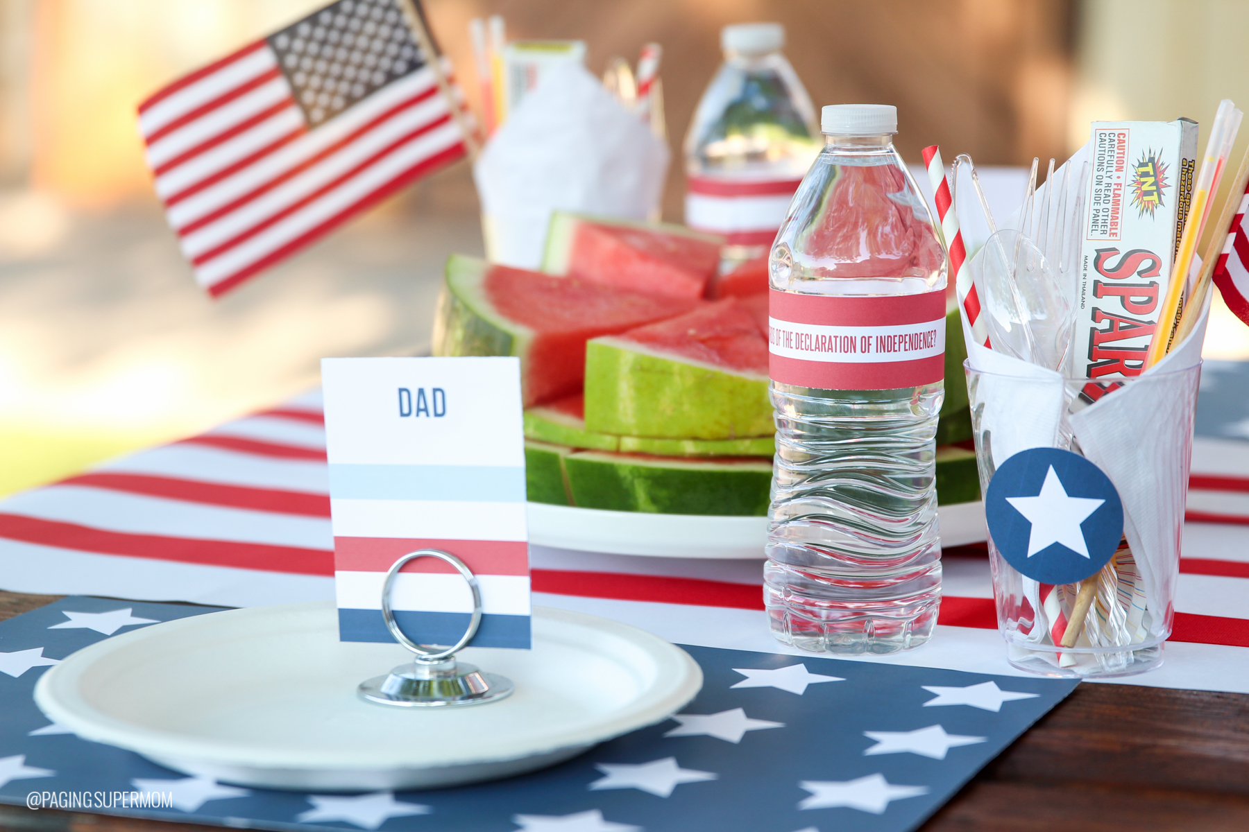 July 4th Water Bottle Wraps with USA Trivia - free printable from @PagingSupermom