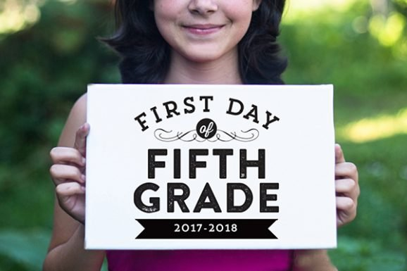 Free Printable First Day of School Photo Signs via @PagingSupermom