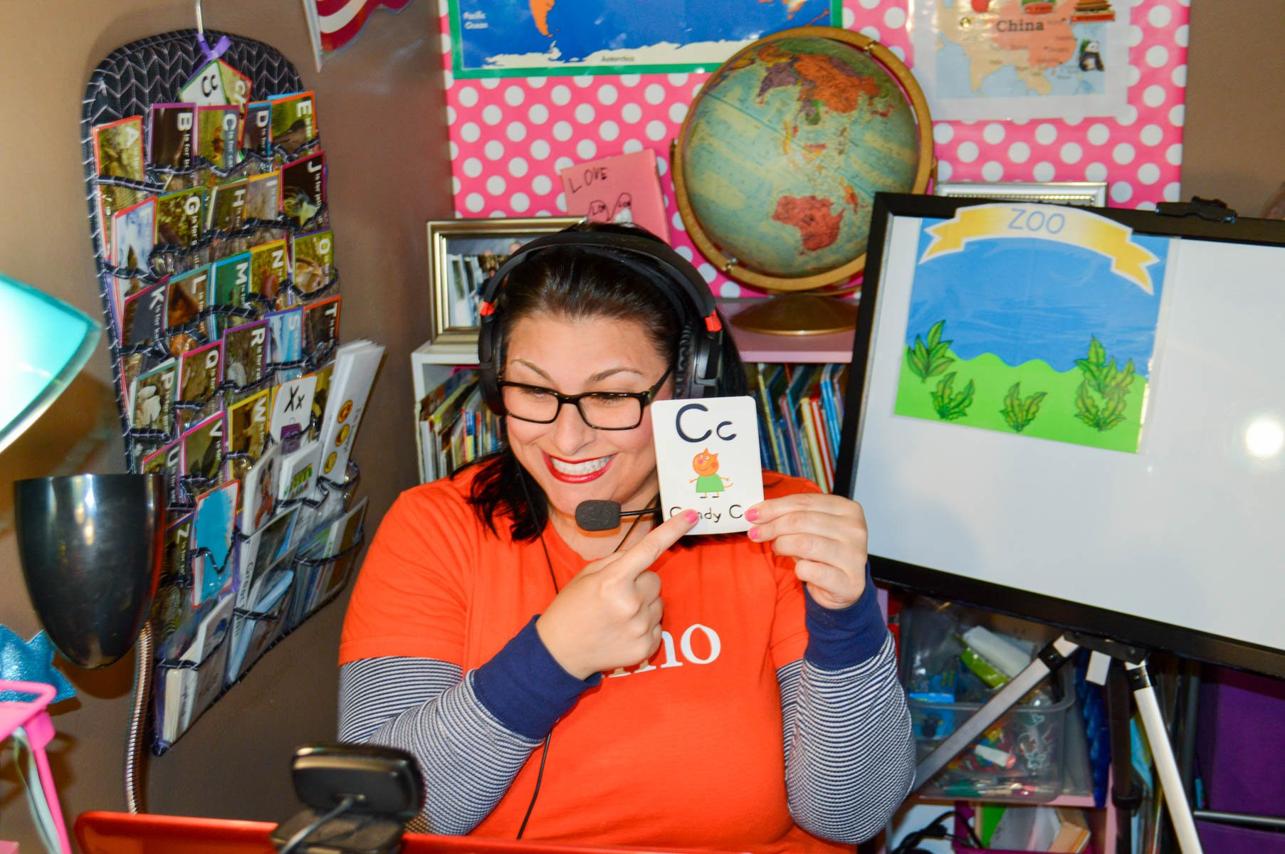 Teaching English Online to Chinese children ages 4-12 with VIPKID. Teachers can make $18-22 per hour with flexibility to work from ANYWHERE. via @PagingSupermom