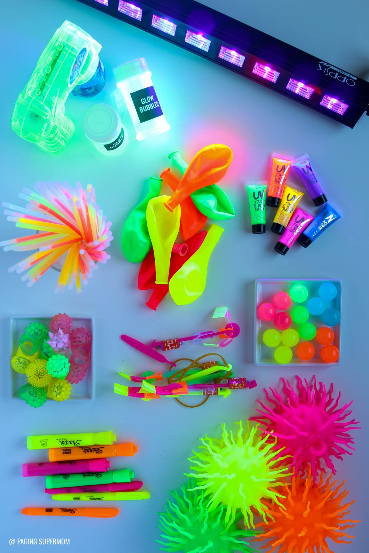 the ultimate blacklight party guide glowing party ideas glowing decor ideas glowing food