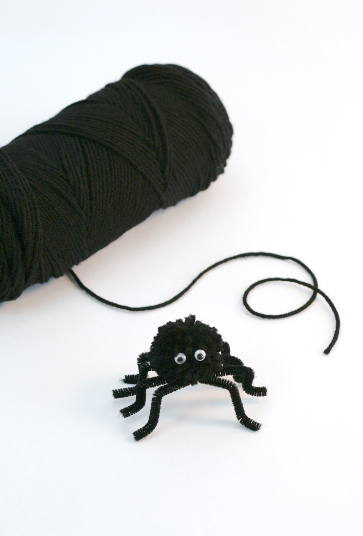 How to make spooky fuzzy spider #Halloween #craft