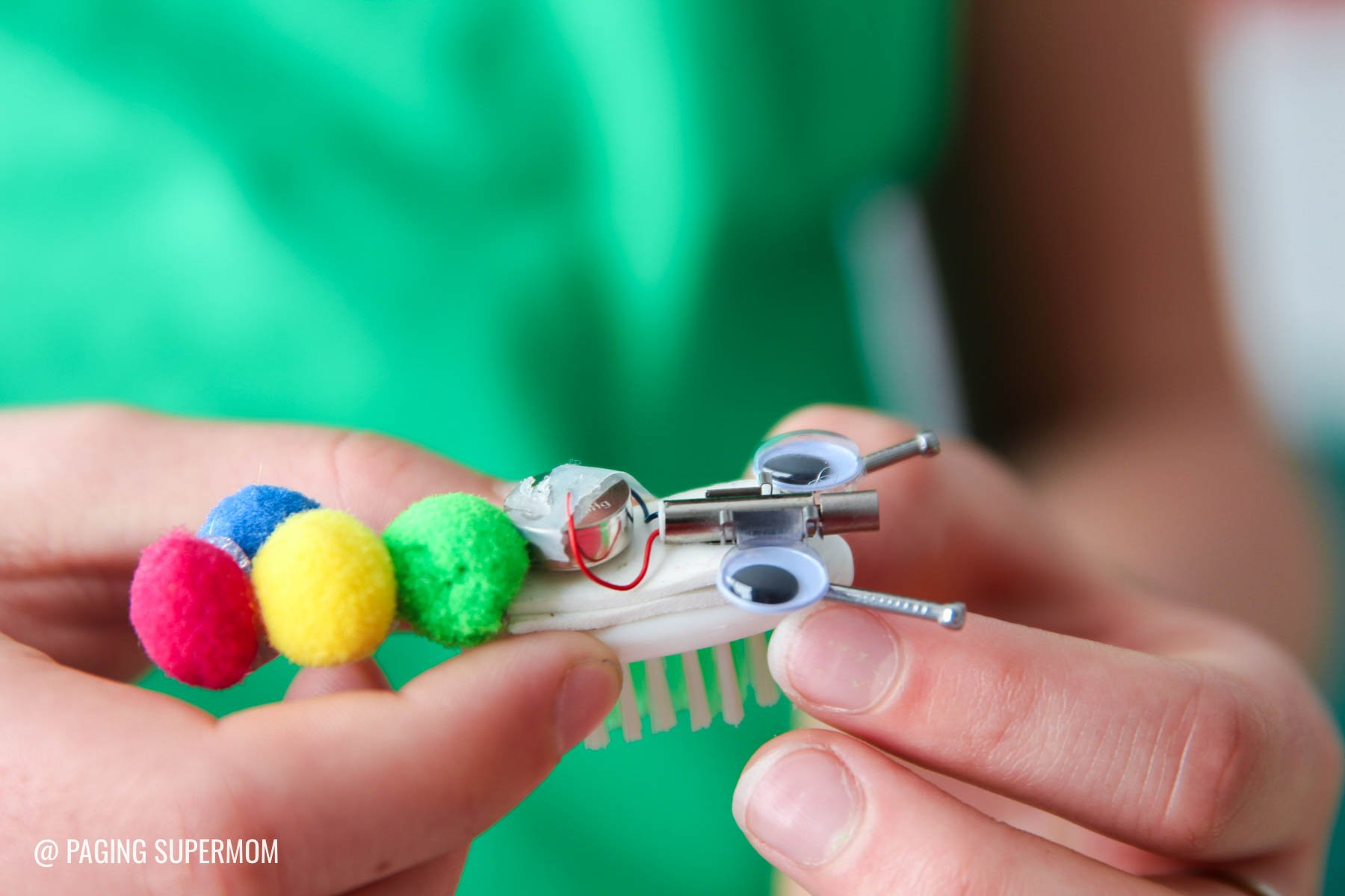 How to Make Bristle Bots with your kids - a fun STEM activity for kids via @PagingSupermom