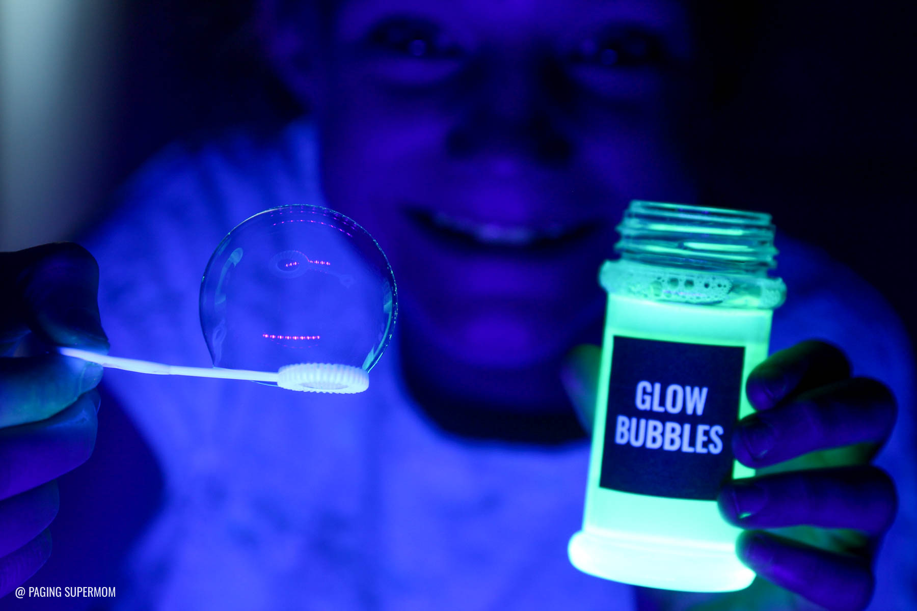 Make DIY Glow Bubbles for a Moana Tomatoa Party - Blacklight Shiny Party based on the Realm of Monsters in Moana movie via @PagingSupermom