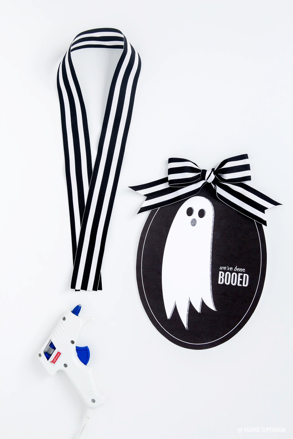 """You've Been Booed"" Signs free printable Halloween Booing Kit from @PagingSupermom also includes cute, simplified instructions card and ""You've Been Booed"" Gift Tags -- all in a FREE printable kit"