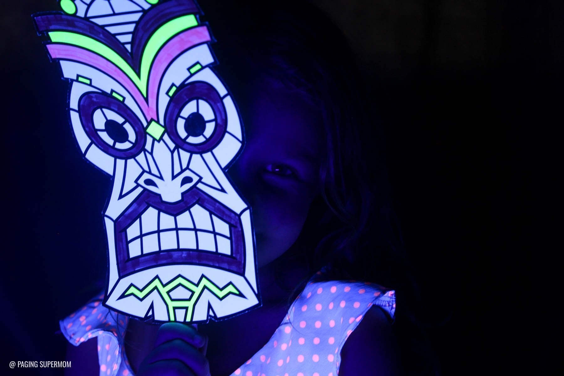 Fluorescent Te Ka Masks for a Moana Tomatoa Party - Blacklight Shiny Party based on the Realm of Monsters in Moana movie via @PagingSupermom