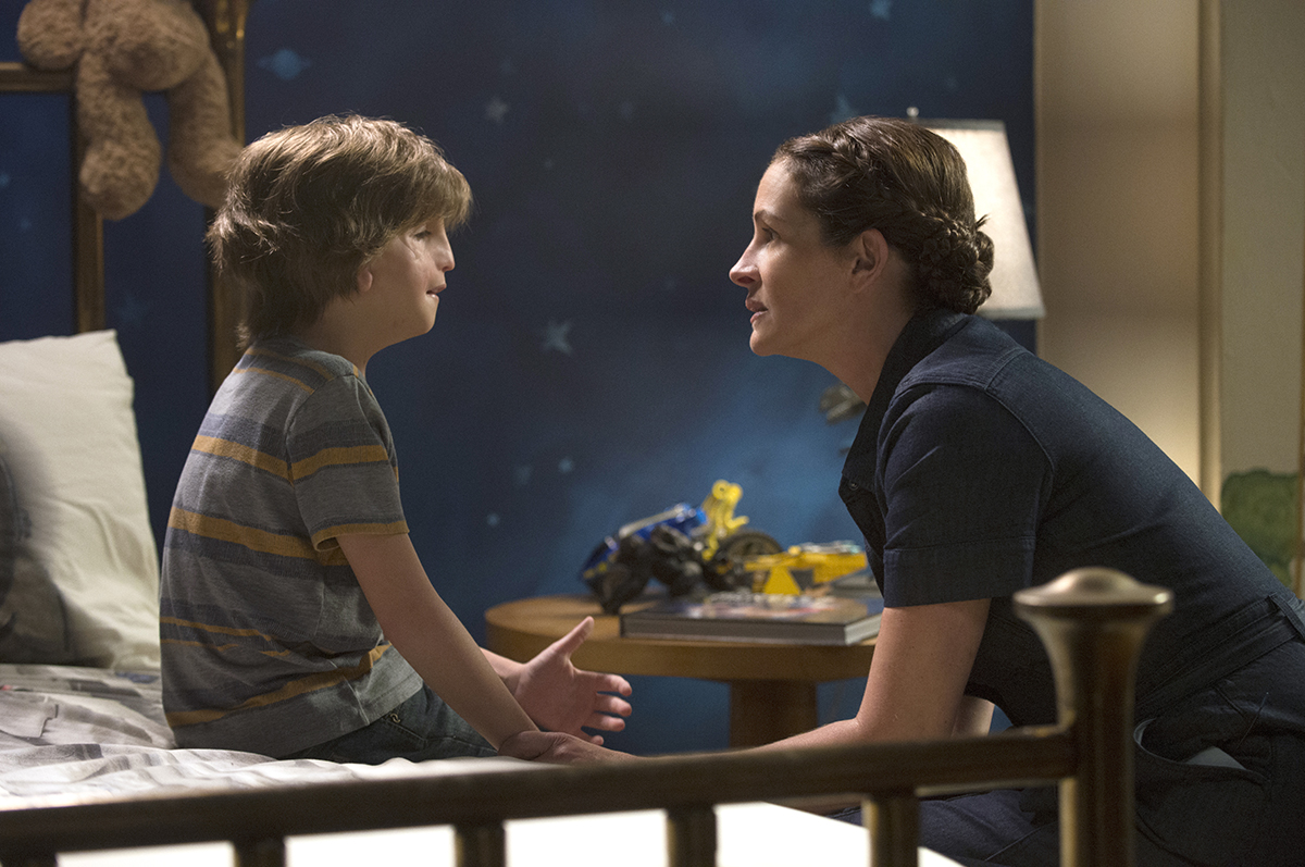 Parents Wonder Movie Review. Julia Roberts in WONDER with costar Jacob Tremblay as Auggie via @PagingSupermom