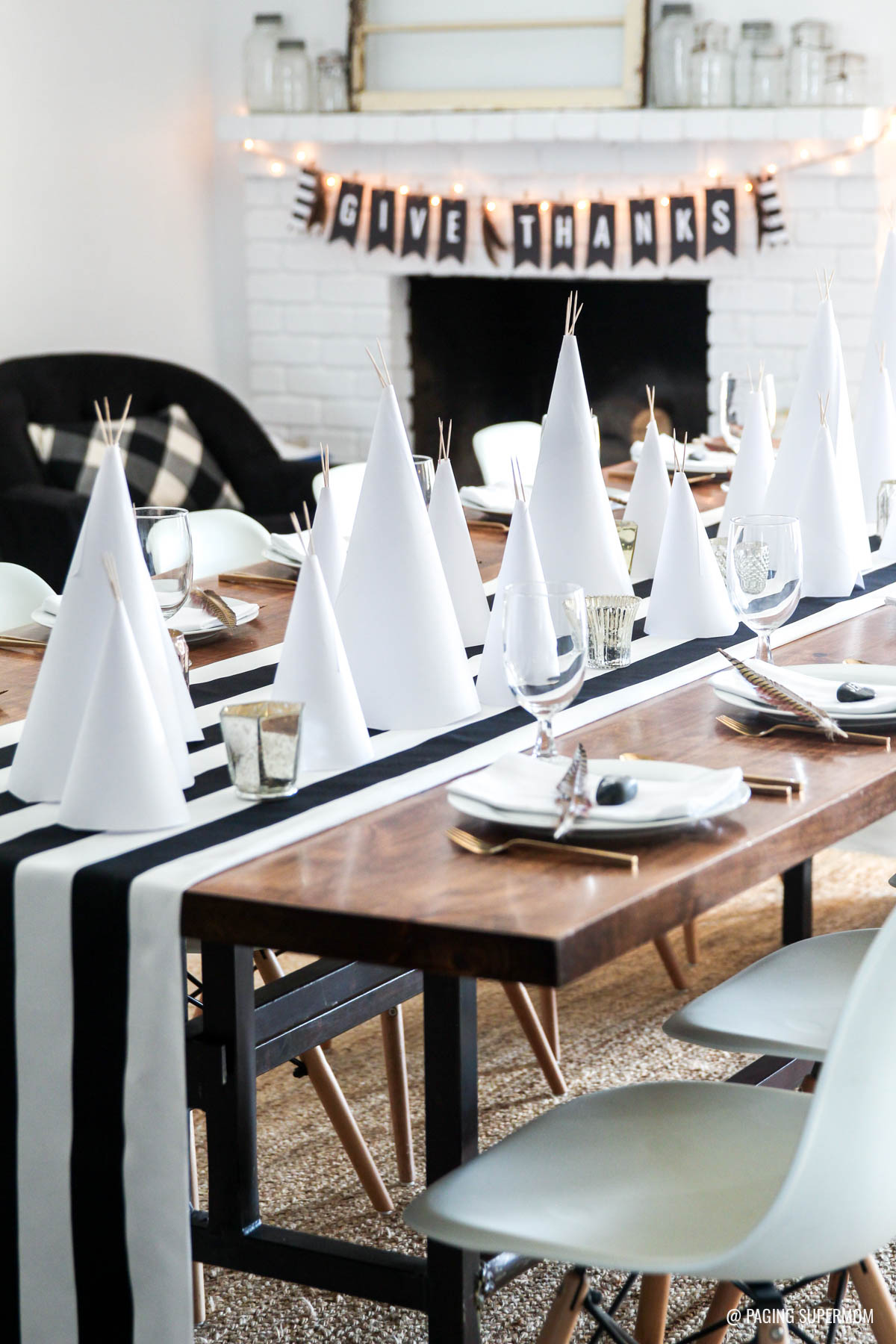 """Easy Thanksgiving Table Ideas - love the easy paper teepees and FREE printable """"Give Thanks"""" banner from @PagingSupermom"""