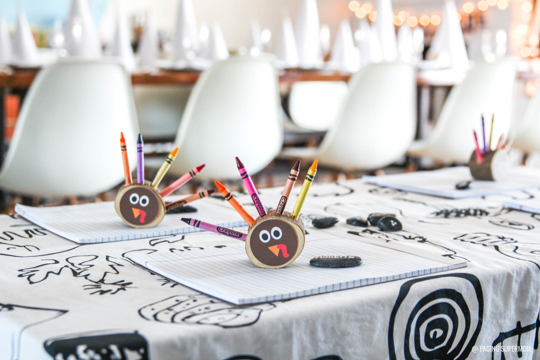 Fun Thanksgiving Kids Table Ideas - love this whole black-and-white Thanksgiving table setup from @PagingSupermom