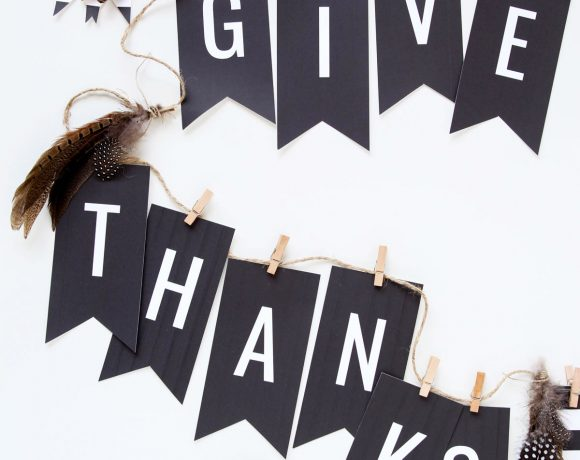 """Give Thanks"" Free Thanksgiving Banner"