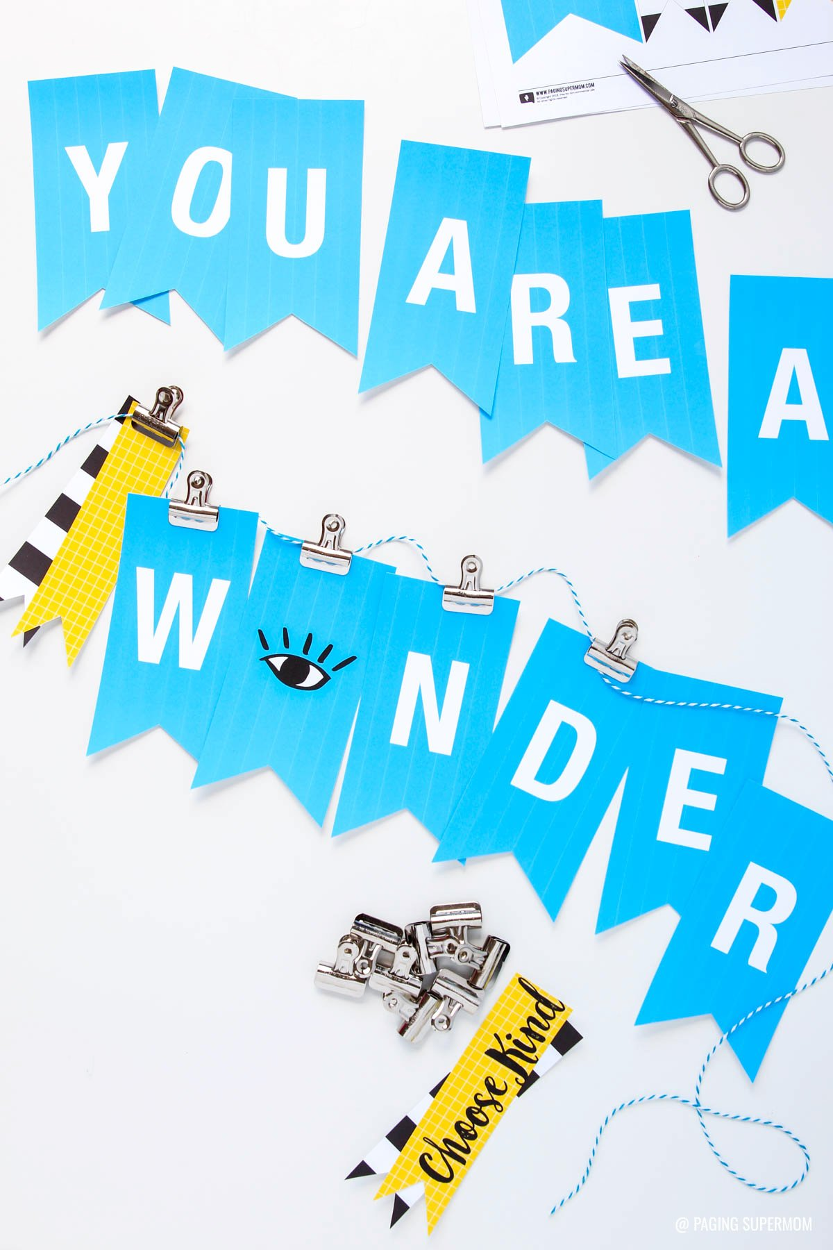 Free Printable Wonder Banner - inspired by the WONDER book and movie via @PagingSupermom
