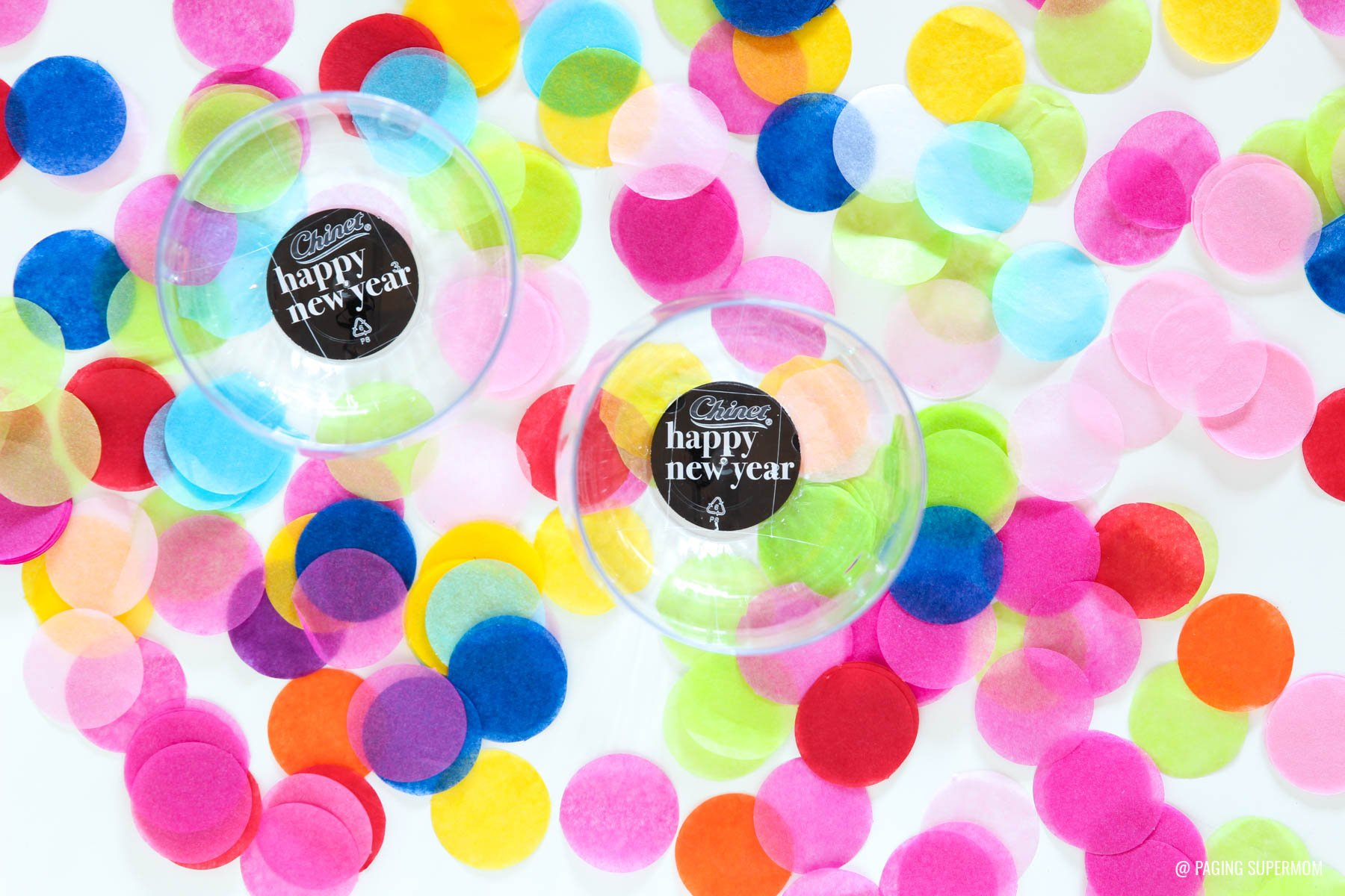 Free Template & You Can Edit the Year on these Happy New Year Party Punchables - New Year's cupcake toppers or glue onto glasses via @PagingSupermom