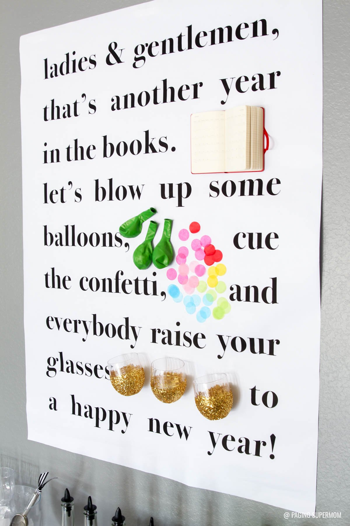 "Love this ""New Year's Toast Poster"" and other Kate Spade - inspired New Years Party Ideas. Lots of free printables from @PagingSupermom"