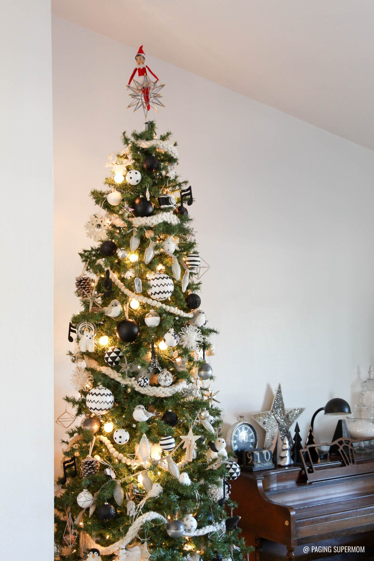 @PagingSupermom Bettijo's Black and White Christmas Tree