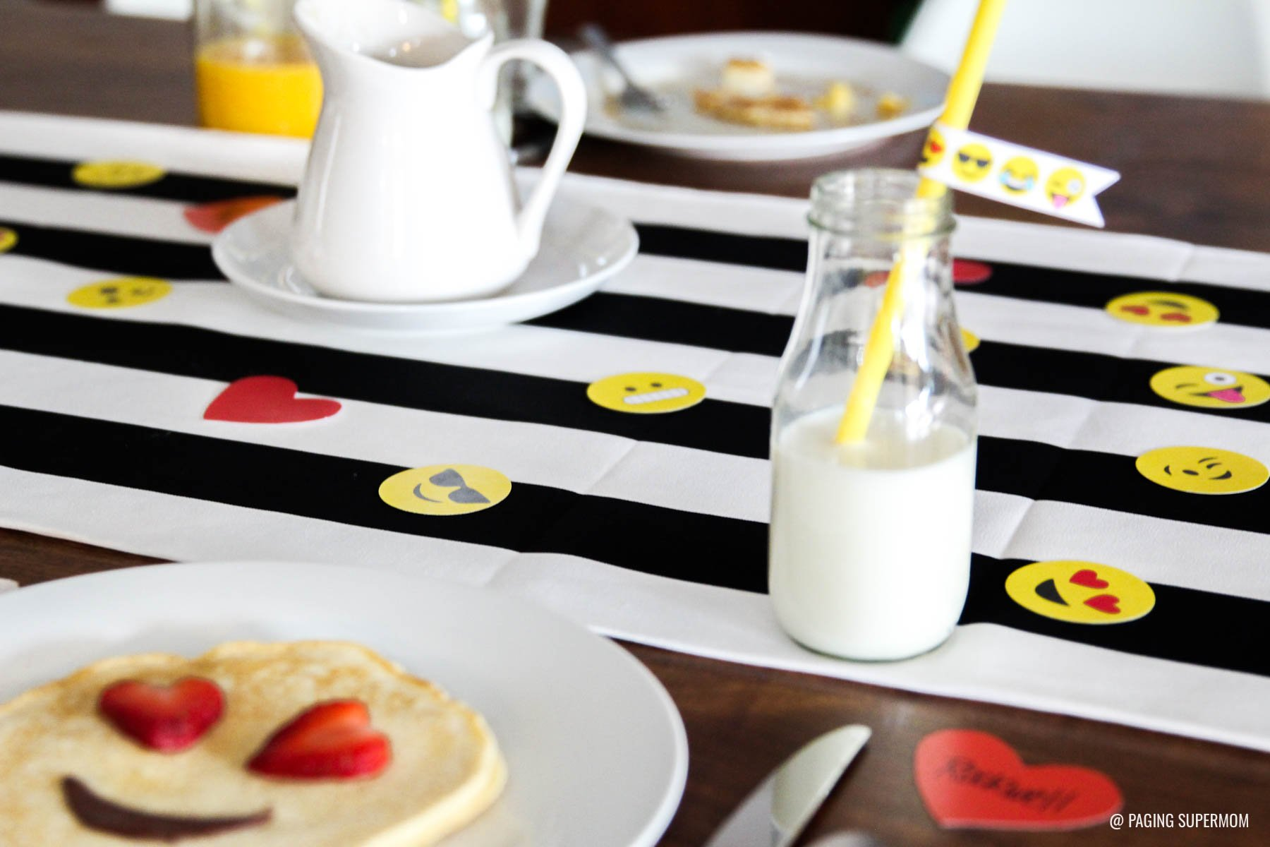 Emoji Valentines Breakfast Ideas - 25-page printable kit featuring all your favorite Emojis via @PagingSupermom