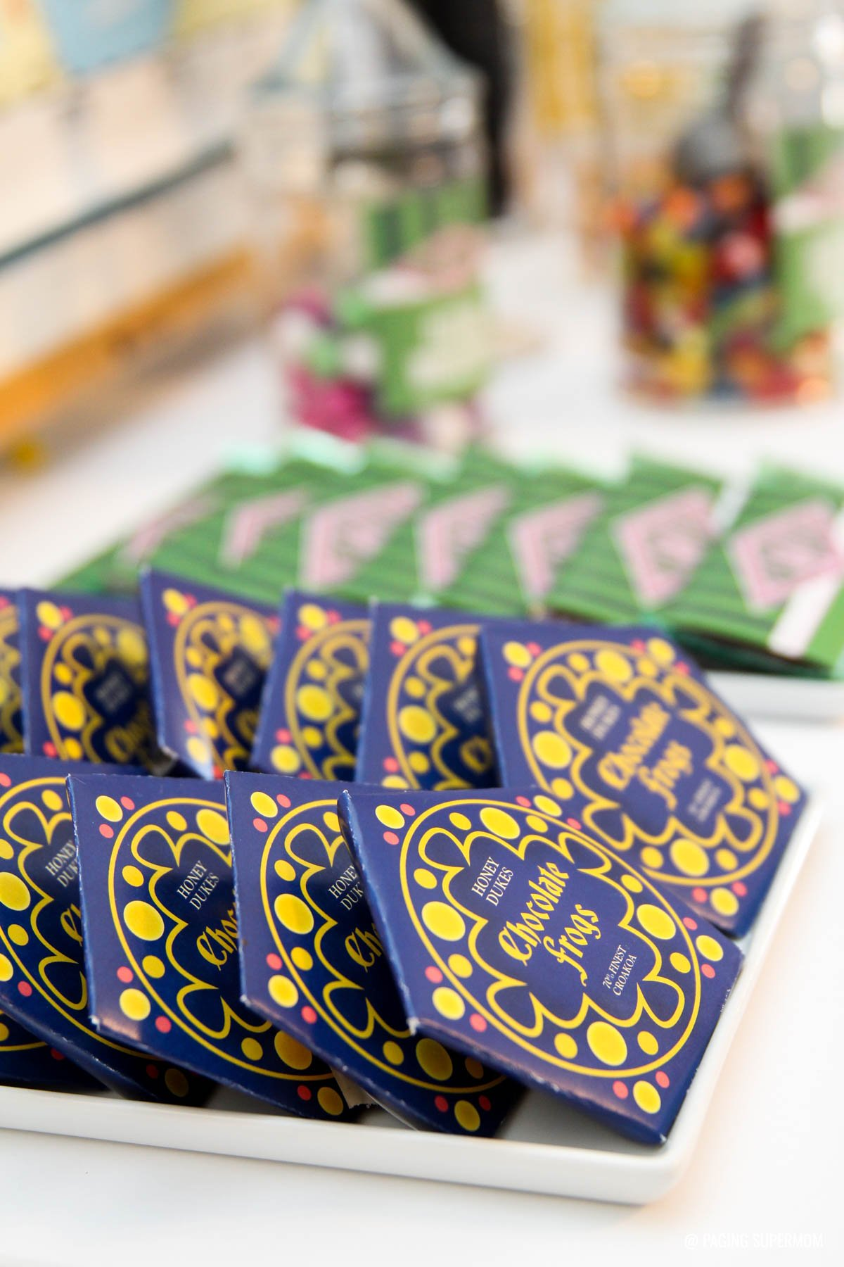 Harry Potter Honeydukes Chocolate Frogs - get the free printable Chocolate Frogs package template @PagingSupermom