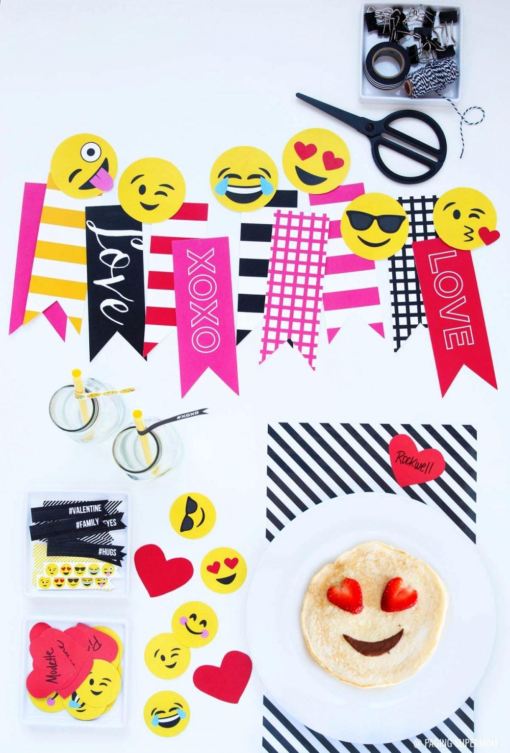 Emoji Valentines Breakfast Ideas - 25-page printable kit featuring all your favorite Emojis via @PagingSupermom