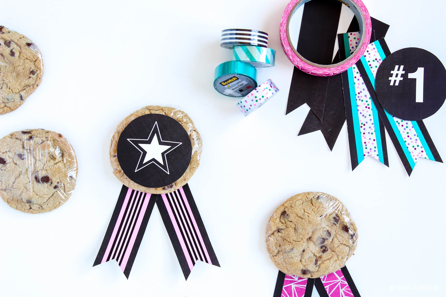 Fun Cookie Medal Awards - download the FREE printable template @pagingsupermom