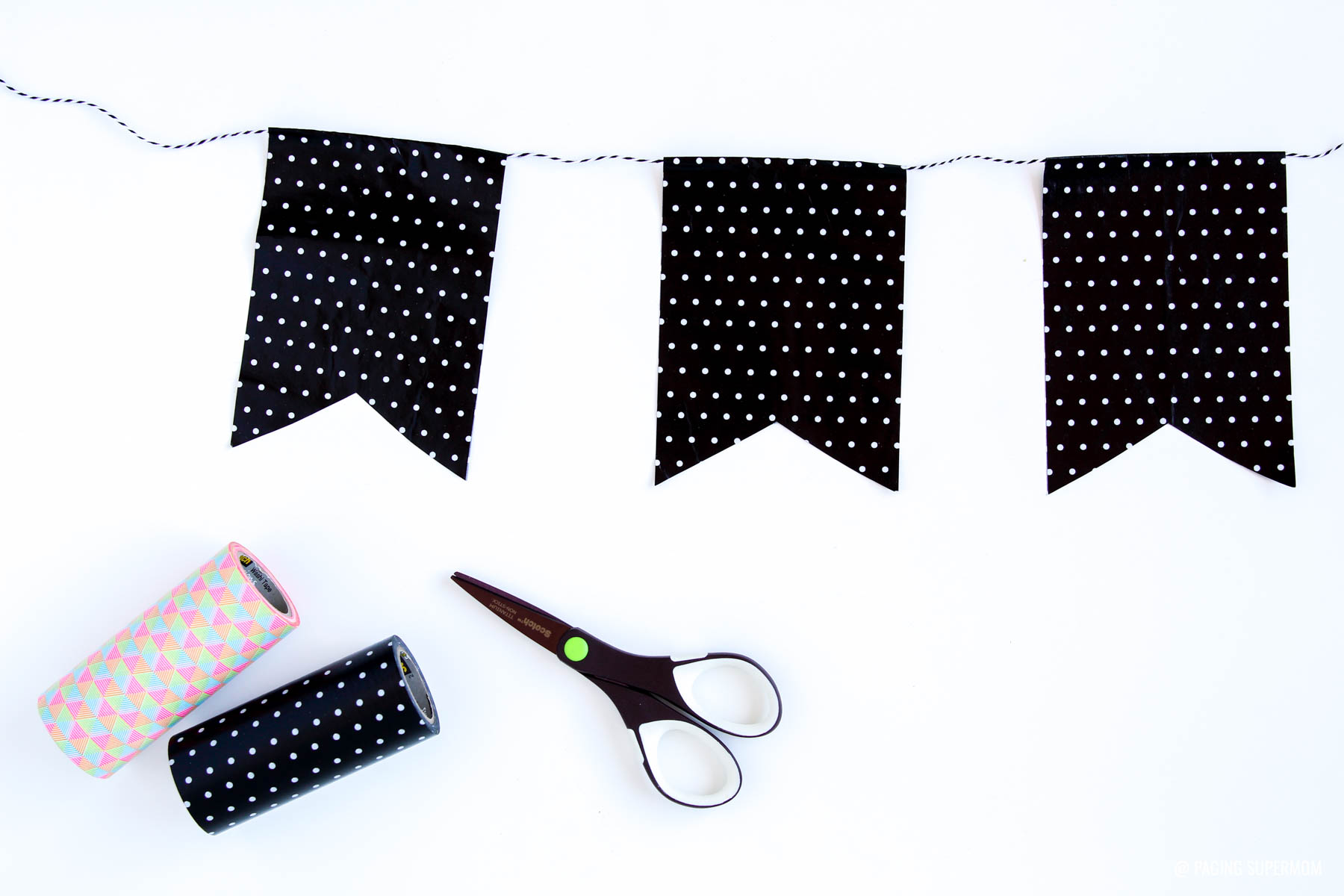 Extra-Wide Washi Tape Banner is super easy to make via @pagingsupermom