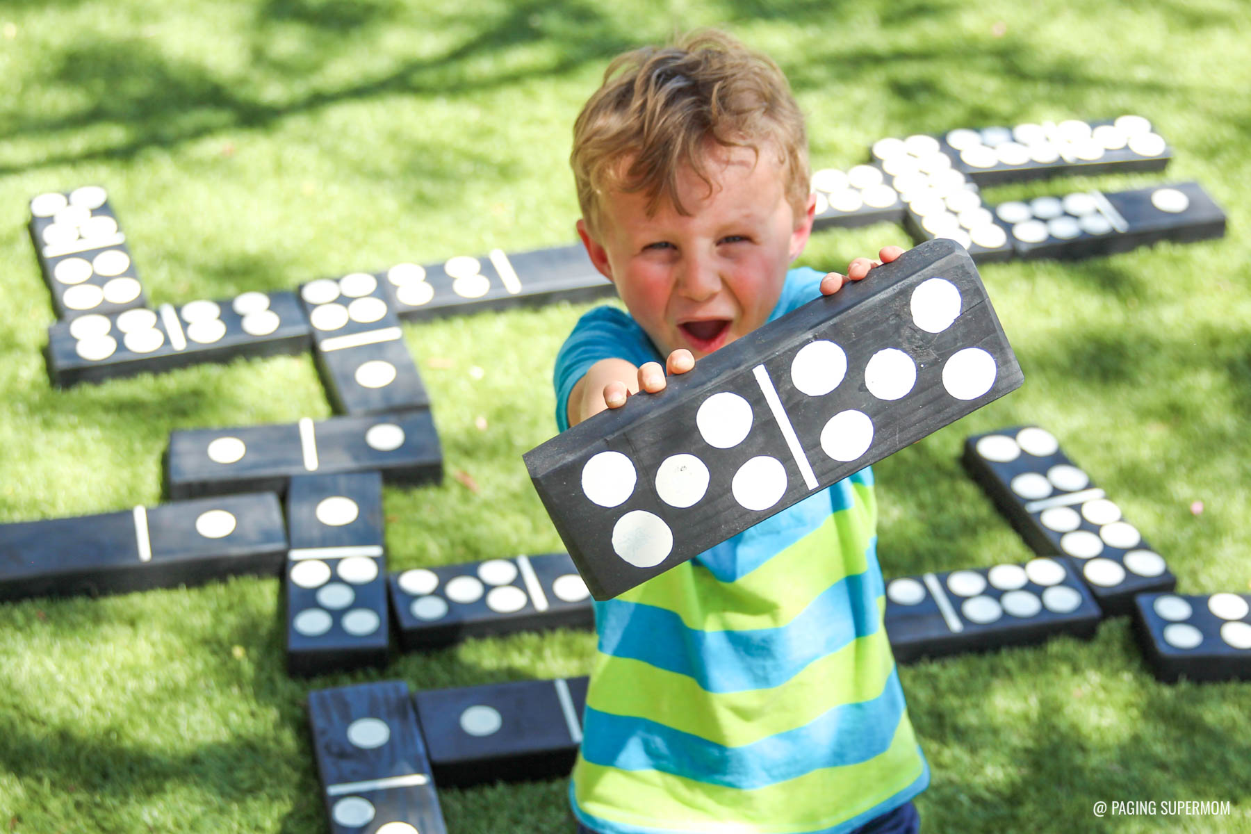 Giant Yard Dominoes - DIY Backyard Games plans from @HomeDepot via @PagingSupermom