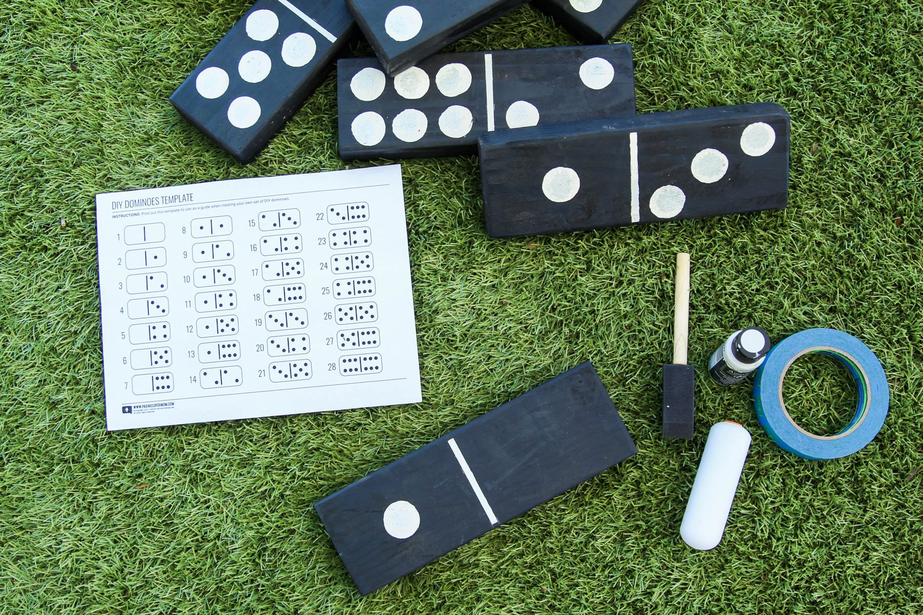 How to Make Giant Yard Dominoes via @PagingSupermom