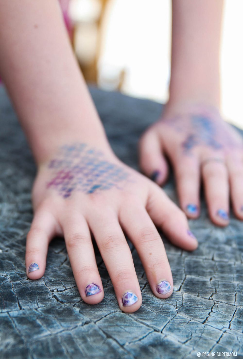 How to do a Mermaid Manicure with this Cricut stencil via @PagingSupermom