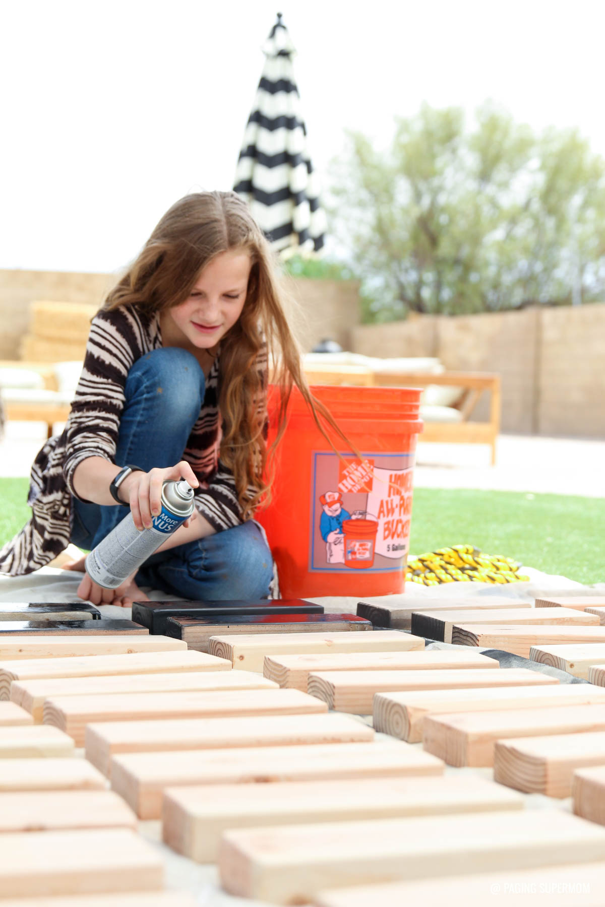 Spray Painting Blocks for a Jenga-inspired backyard game from @HomeDepot via @PagingSupermom