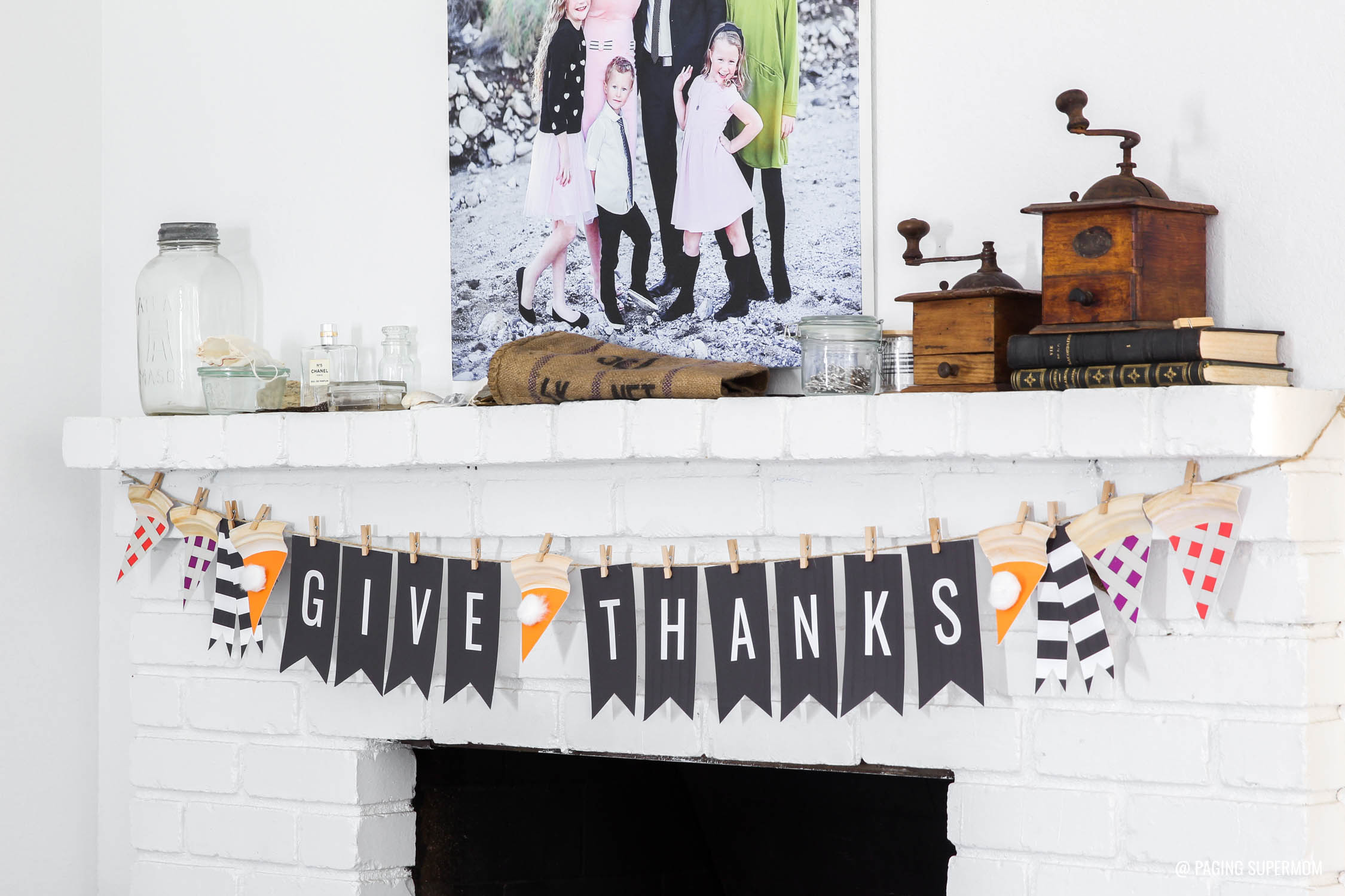 "Cutest Thanksgiving Banner - Black and White ""Give Thanks"" with adorable Pie Slice Garland. FREE downloads @PagingSupermom"