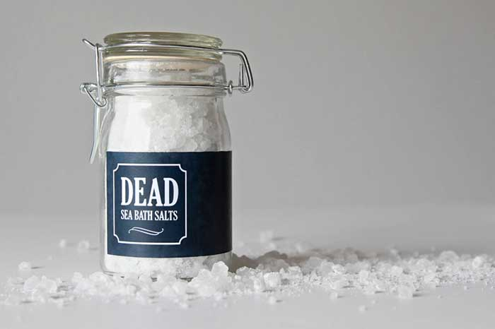 Dead Sea Bath Salts - a perfect Halloween party favor for a Witch's Brew party via @pagingsupermom